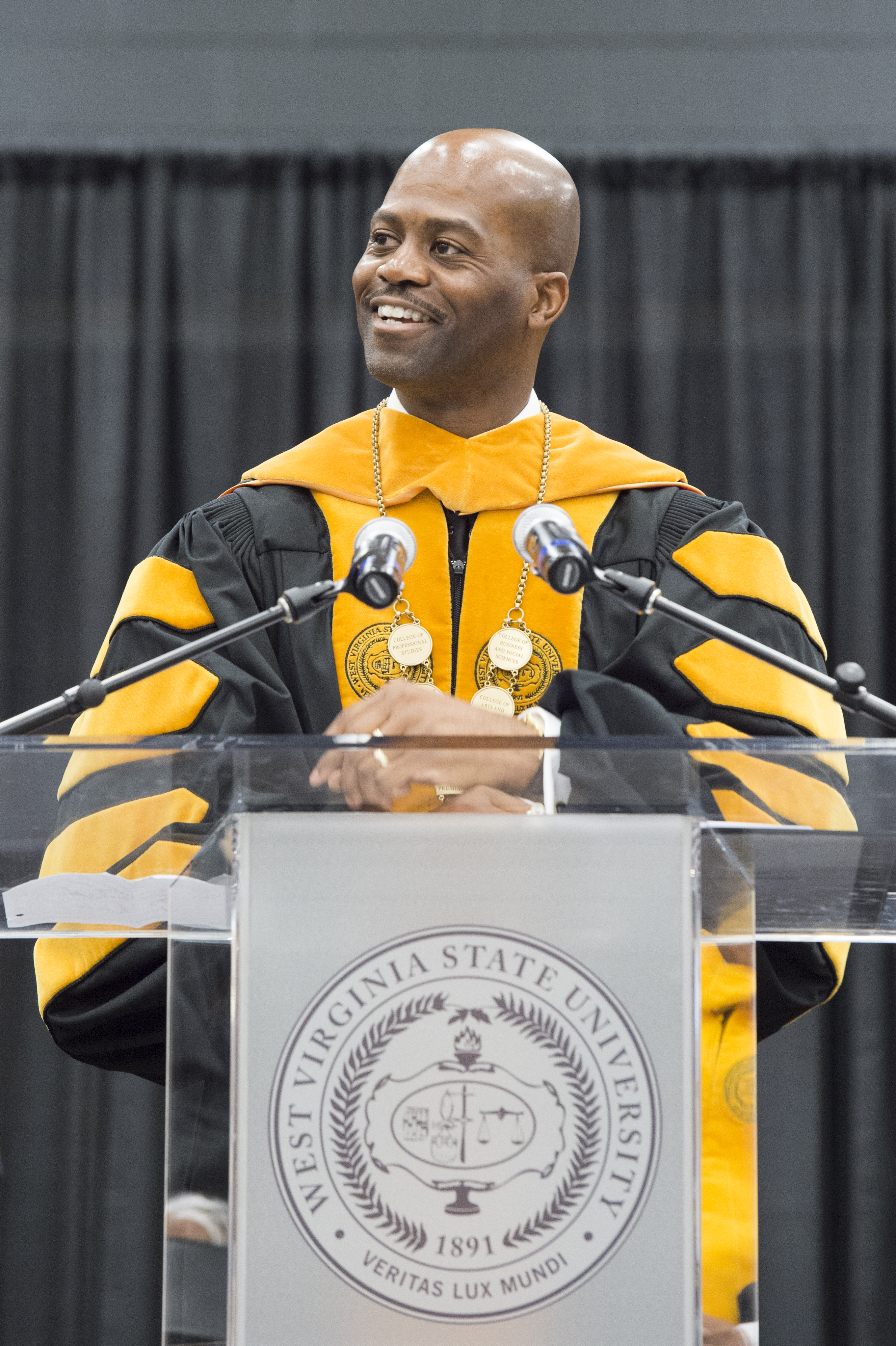 President Anthony L. Jenkins Addresses the December 2016 Graduates