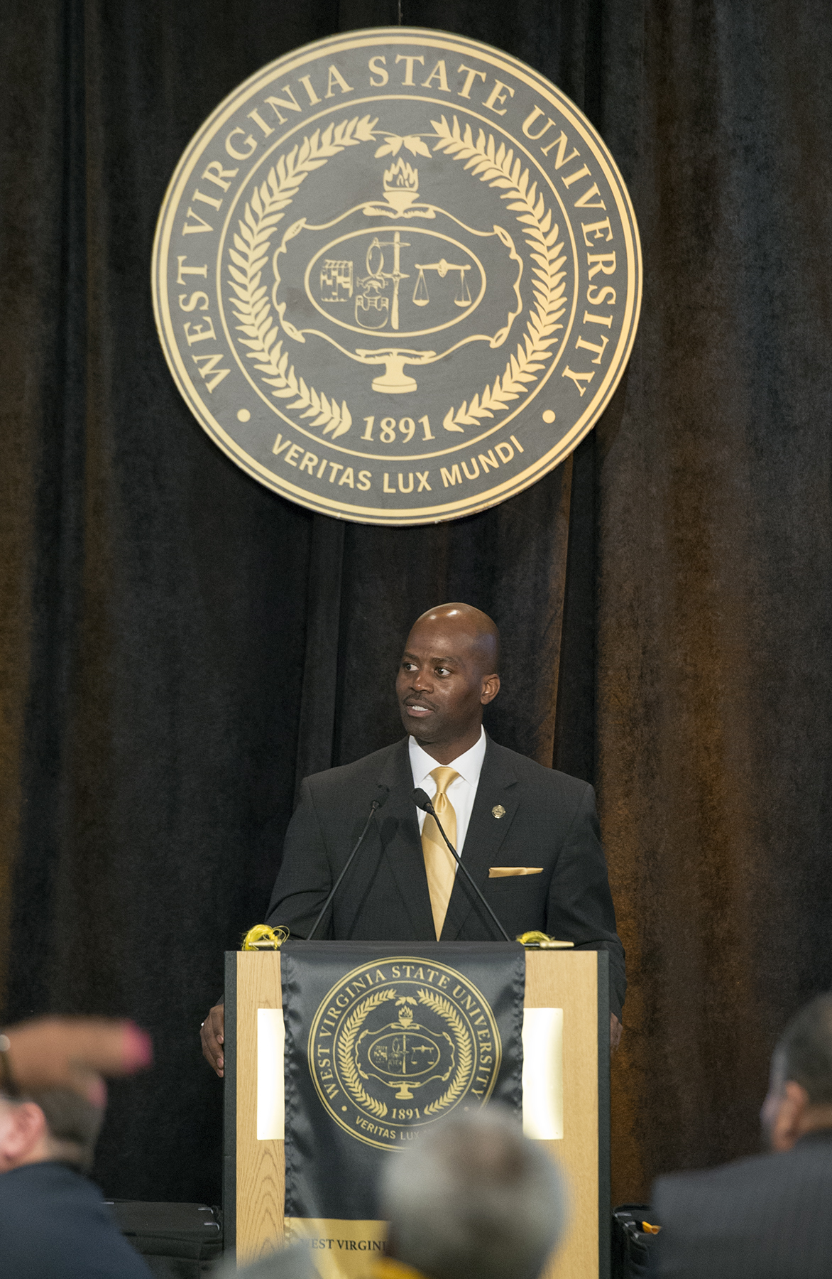 President addresses alumni during Homecoming